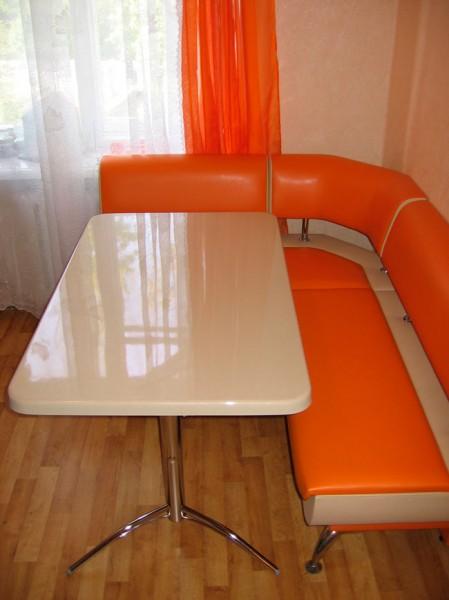Кухонный уголок стеклянный стол